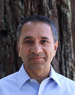 Yad Sidhu / Vice-président des achats